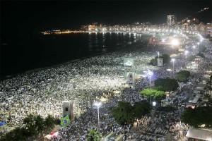 Der berühmteste Strand Brasiliens ganz in weiß